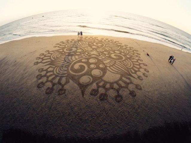 Dutch-beach-art-599a9325f3bf2__880
