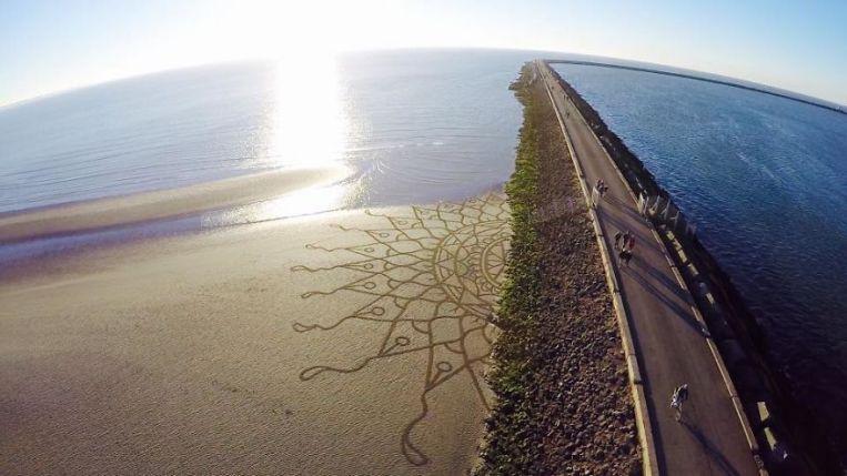 Dutch-beach-art-599a9334dade8__880