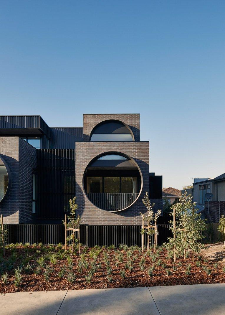 cirqua-apartments-bkk-architects-architecture_dezeen_2364_col_0-1704x2385