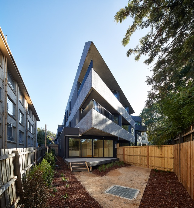 cirqua-apartments-bkk-architects-architecture_dezeen_2364_col_1