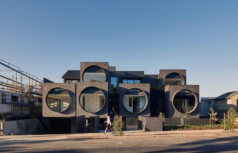 cirqua-apartments-bkk-architects-architecture_dezeen_2364_col_6-1704x1096