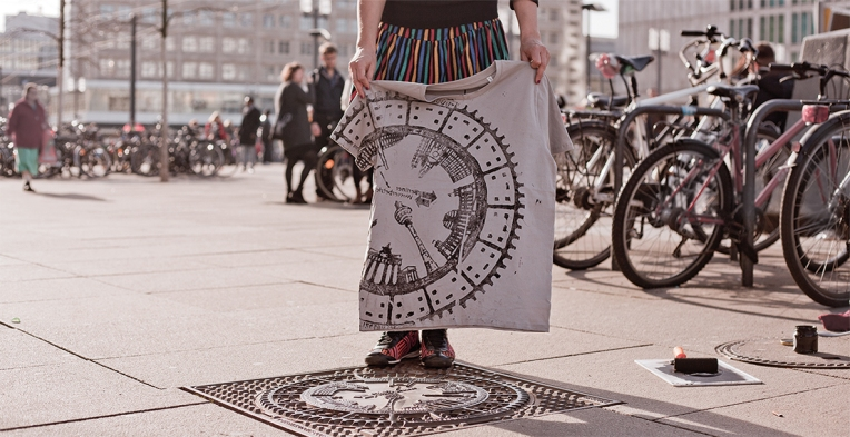 raubdruckerin_street_printing_berlin_alexanderplatz-2jpg