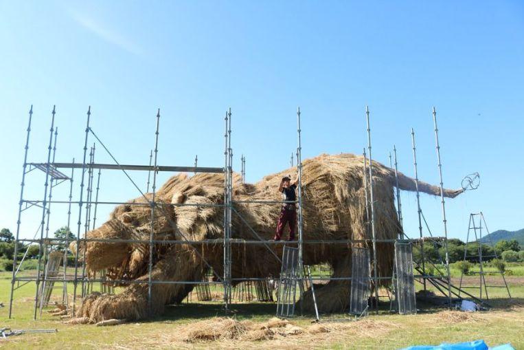 straw-sculptures-wara-art-festival-niigata-japan-19-59d5d4a02866f__880