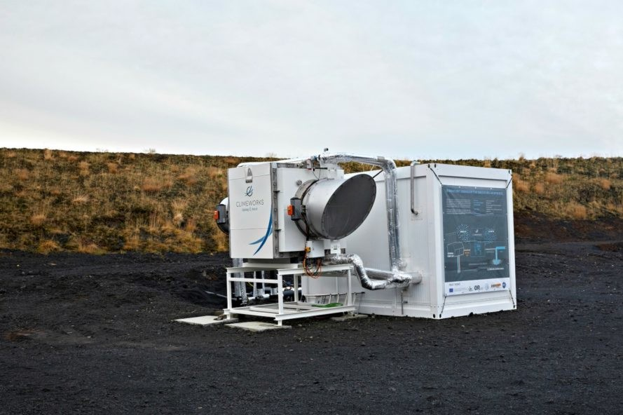 Climeworks-geothermal-power-plant-eliminates-more-CO2-than-it-produces-1-889x592
