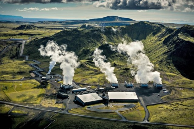 Climeworks-geothermal-power-plant-eliminates-more-CO2-than-it-produces-2-889x592