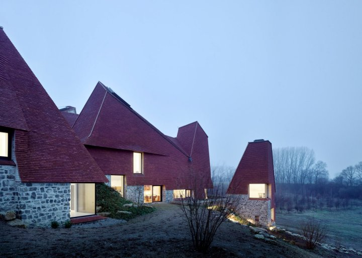 riba-house-of-the-year-award-architecture-residential_dezeen_2364_ss_3-1704x1217