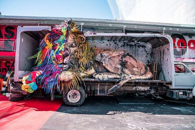 wild-wild-waste-zoo-parody-bordalo-II-las-vegas-designboom-03