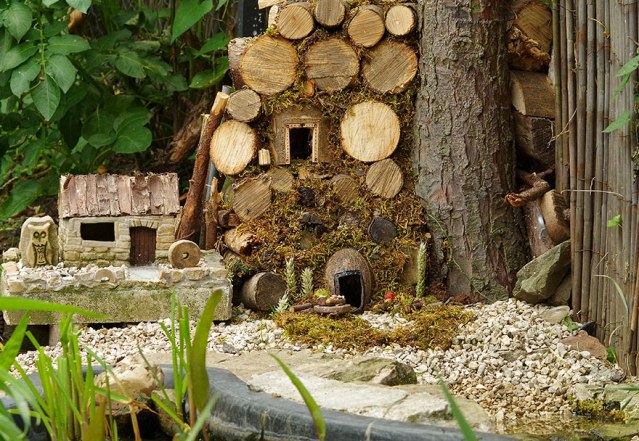 miniature-mice-family-house-simon-dell-44