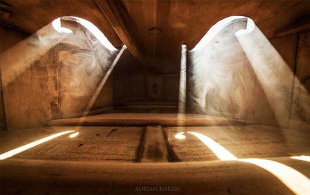 photographs-inside-cello-adrian-borda-23-5be18c266e527__700