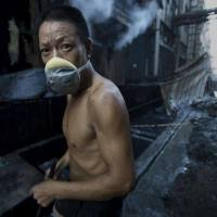 10+ powerful photos by missing jounalist shows the cost of chinese pollution